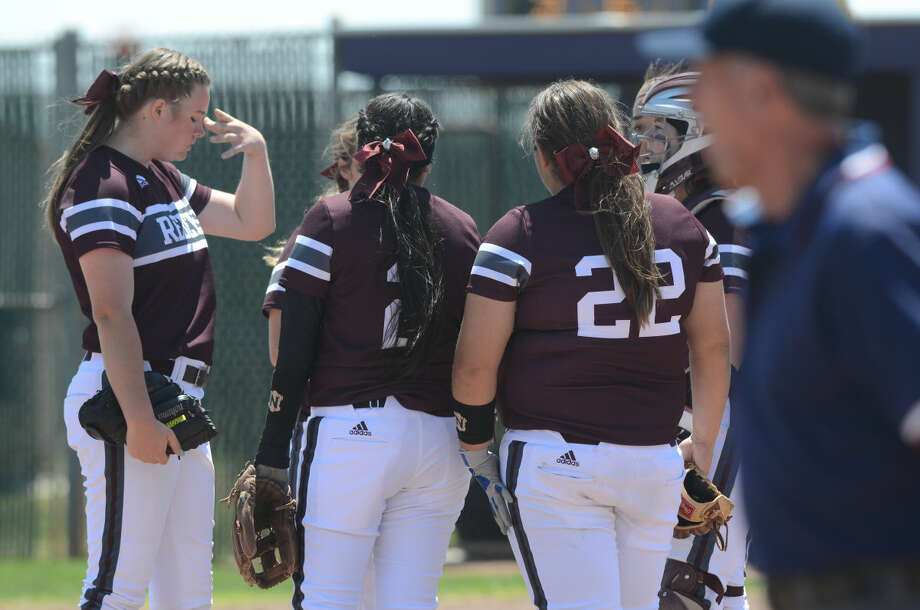 Lee High pitcher Darby O'Grady (far left) reacts to a tough inning against Midland High on Saturday, April 25, 2015, at Audrey Gill Sports Complex. James Durbin/Reporter-Telegram Photo: James Durbin