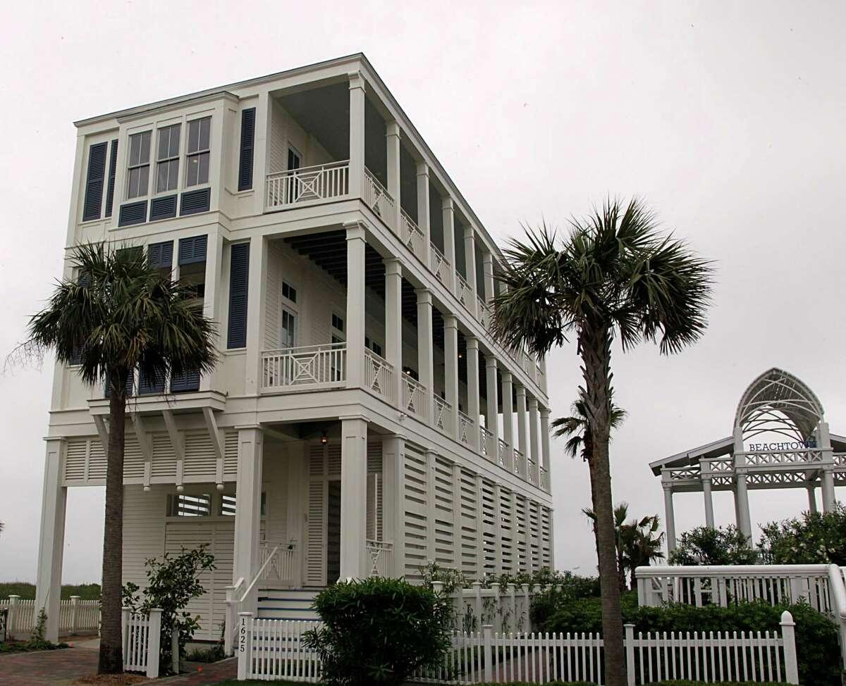 A home in Beachtown in Galveston. (James Nielsen / Houston Chronicle )
