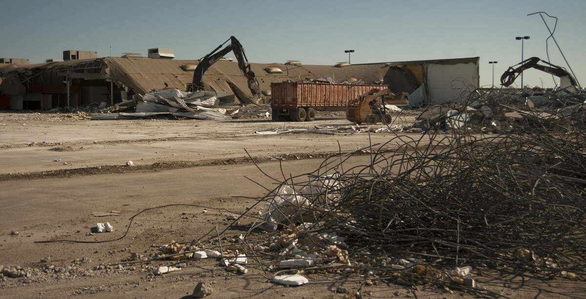 Demolition work began Friday, 5-1-15, on the old AT&T Call Center as HEB moves foward with plans for a new store at the Loop 250 and Andrews Hwy (191 Hwy) intersection. Tim Fischer\Reporter-Telegram