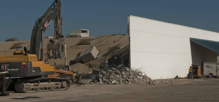 Demolition work has started Friday, 5-1-15, on the old AT&T Call Center as HEB moves foward with plans for a new store at the Loop 250 and Andrews Hwy (191 Hwy) intersection. Tim Fischer\Reporter-Telegram Photo: Tim Fischer