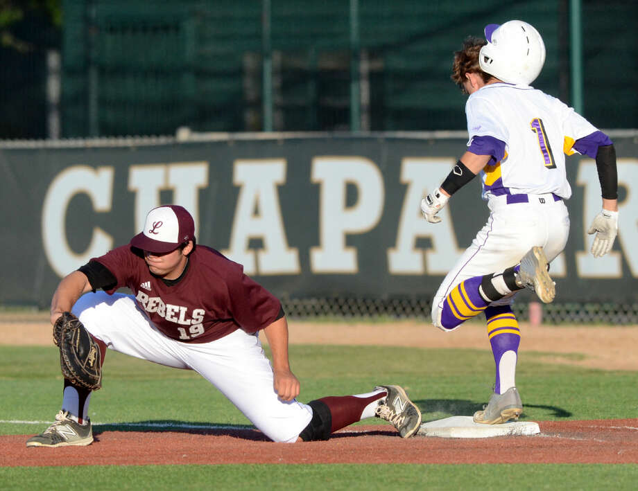 Midland High's Jaxon Hallmark outruns the throw to Lee High first baseman Griffin Quintero and loses his helmet Friday, May 1, 2015 at Christensen Stadium. Midland High beat Lee High 10-2. James Durbin/Reporter-Telegram Photo: James Durbin