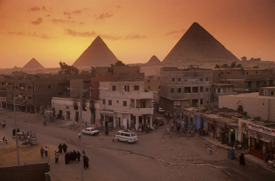 Egypt's Old Kingdom,City scenic with pyramids, Giza Plateau, Egypt Photo: Kenneth Garrett