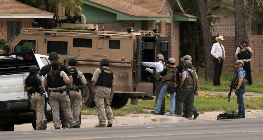 Members of MPD SWAT and sheriff deputies wait outside a residence Wednesday, 5-20-15, in the 4400 block of Thomason Drive for a suspect they were trying to serve a warrant. The suspect was not in the duplex. Tim Fischer\Reporter-Telegram Photo: Tim Fischer