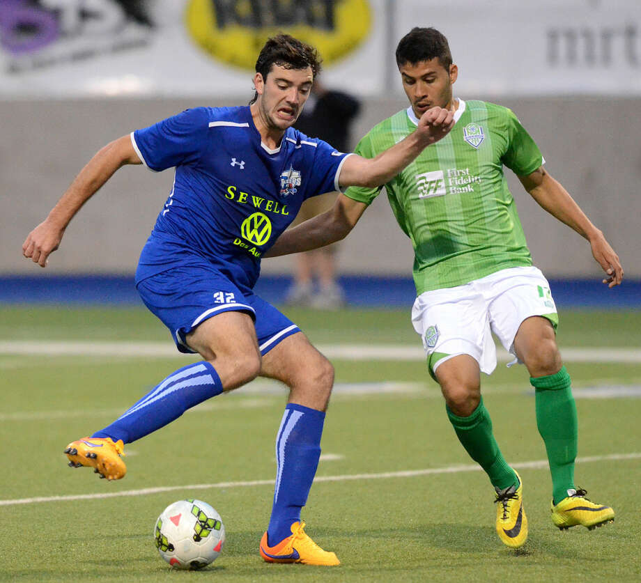 Sockers' Tucker Hume moves the ball against Oklahoma City on Wednesday, May 20, 2015 at Grande Communications Stadium. James Durbin/Reporter-Telegram Photo: James Durbin