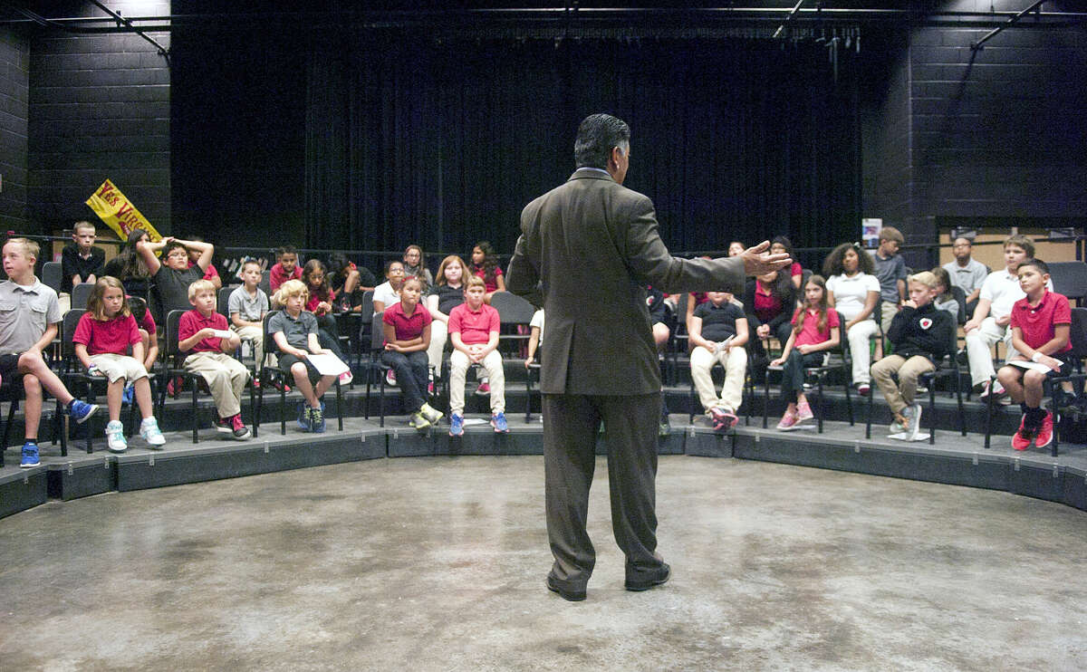 Midland Mayor Jerry Morales answers questions from 4th grade students at Bowie Elementary on Tuesday, May 19, 2015. James Durbin/Reporter-Telegram