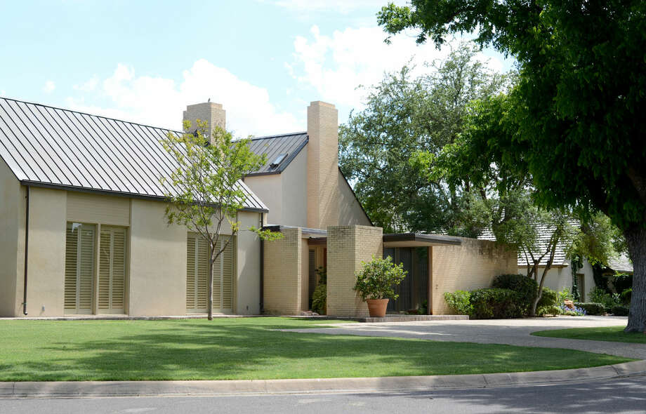 """Architect Frank Welch will be in Midland signing copies of his memoir """"On Becoming an Architect."""" Pictured is a home in the Racquet Club neighborhood of Midland that Welch designed. James Durbin/Reporter-Telegram Photo: James Durbin"""