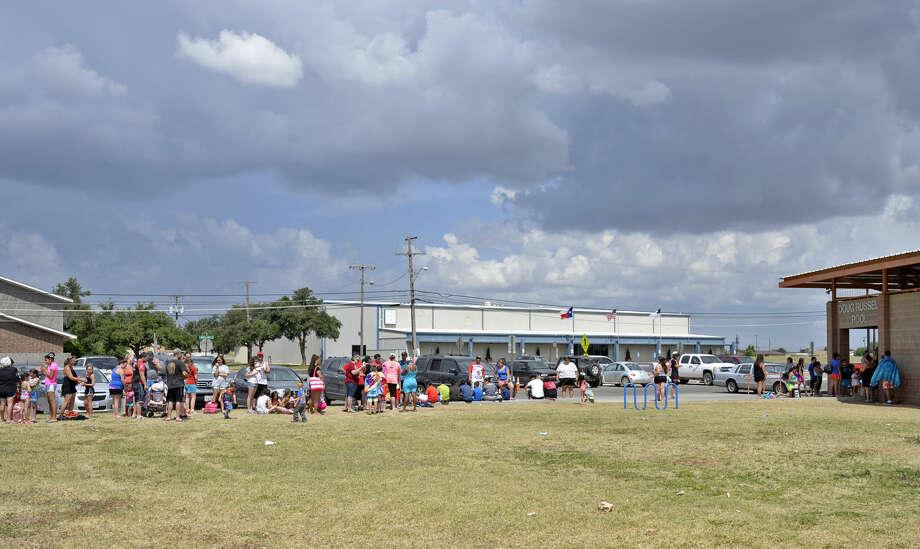 Midlanders wait in line to enter Doug Russell Pool on Saturday, June 27, 2015. James Durbin/Reporter-Telegram Photo: James Durbin
