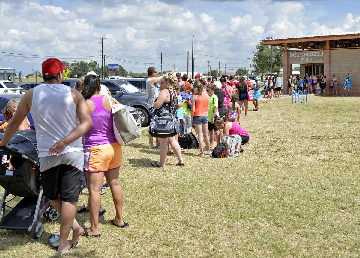 Midlanders wait in line to enter Doug Russell Pool on Saturday, June 27, 2015. James Durbin/Reporter-Telegram