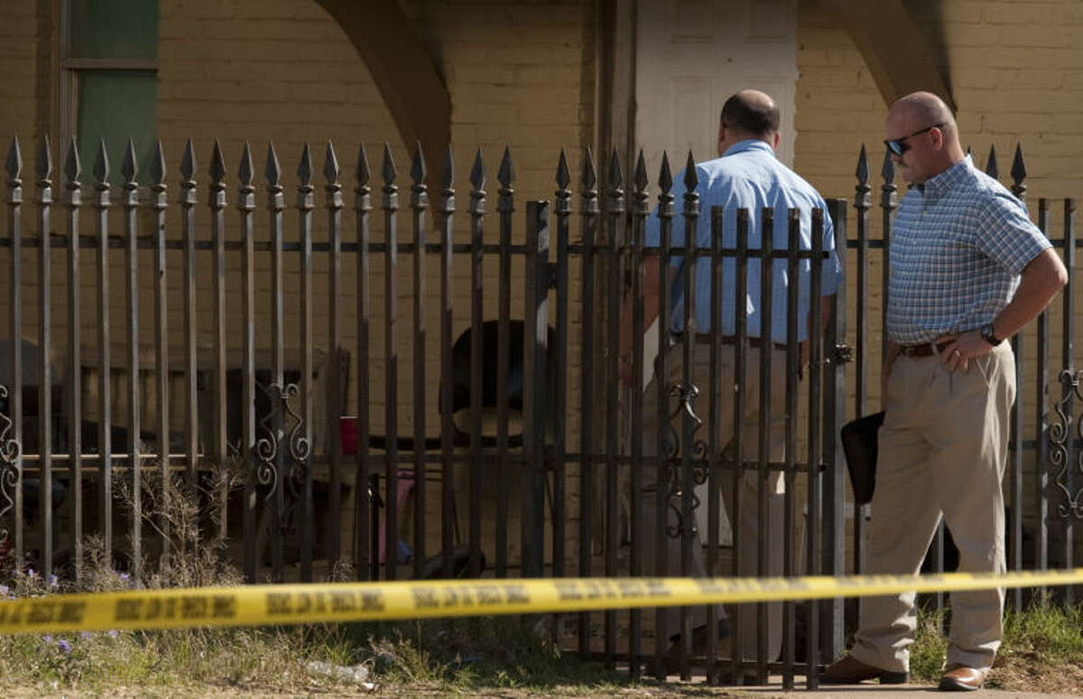 Midland police detectives investigate a shooting Thursday morning in the 500 block of W. Cowden. Tim Fischer\Reporter-Telegram