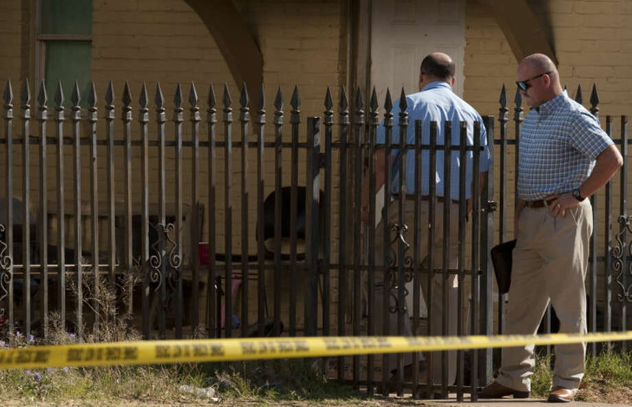 Midland police detectives investigate a shooting Thursday morning in the 500 block of W. Cowden. Tim Fischer\Reporter-Telegram Photo: Tim Fischer