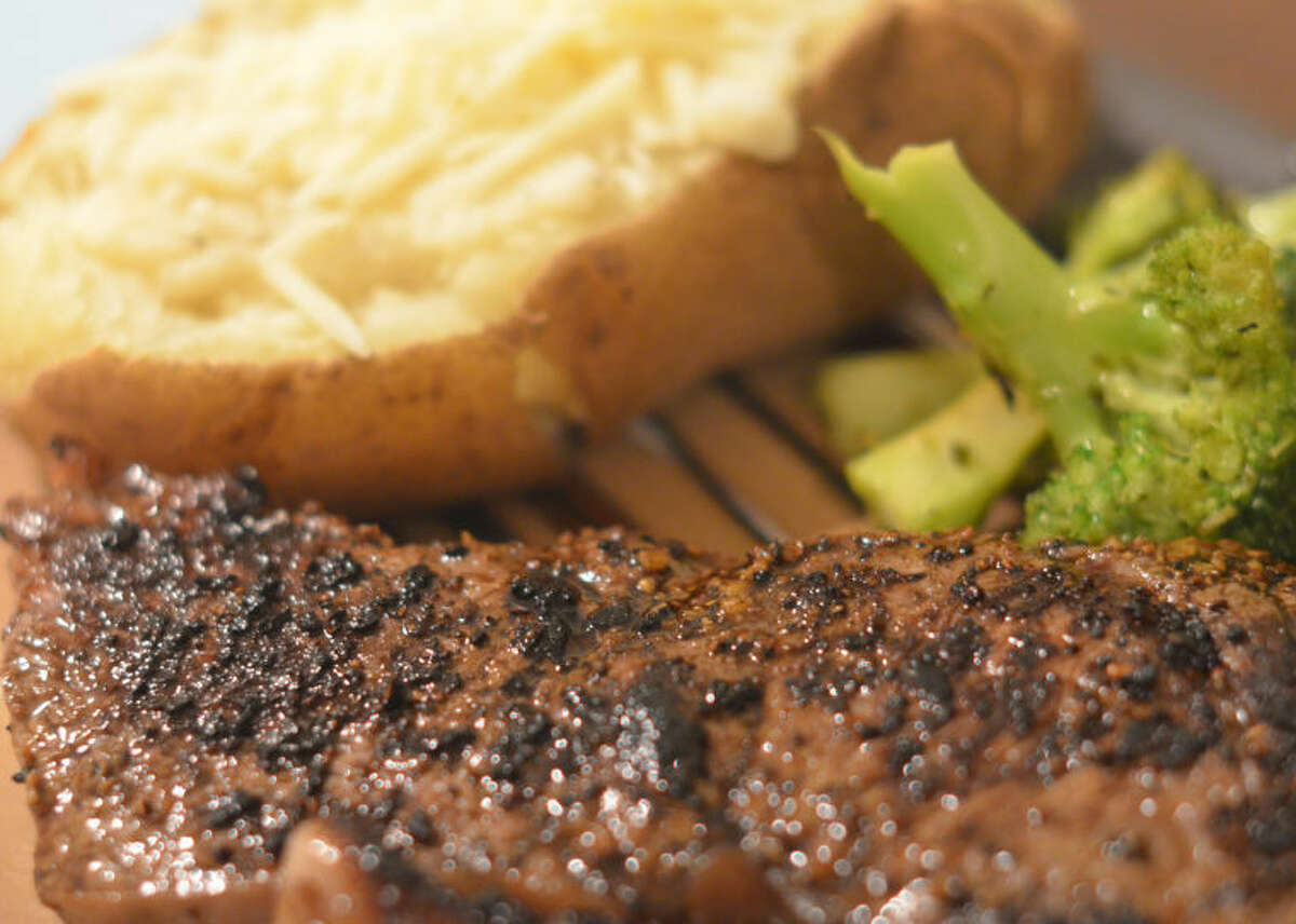 Steak au poivre with broccoli and potatoes