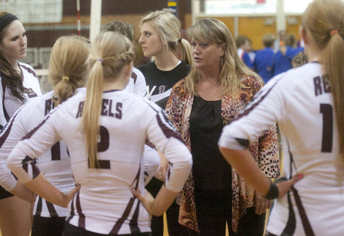 Lee volleyball head coach Daphne Rhoads talks to her team between games against San Angelo Central on Tuesday at Lee High. James Durbin/Reporter-Telegram