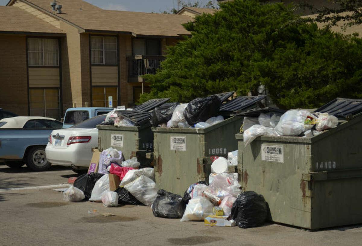 Coventry Pointe Apartments trash problem. Tim Fischer\Reporter-Telegram