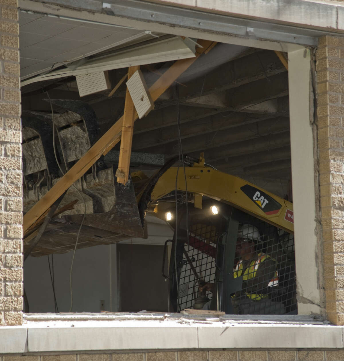 Demolition of the Mid-America Building can be seen Tuesday 8-11-15. Tim Fischer\Reporter-Telegram