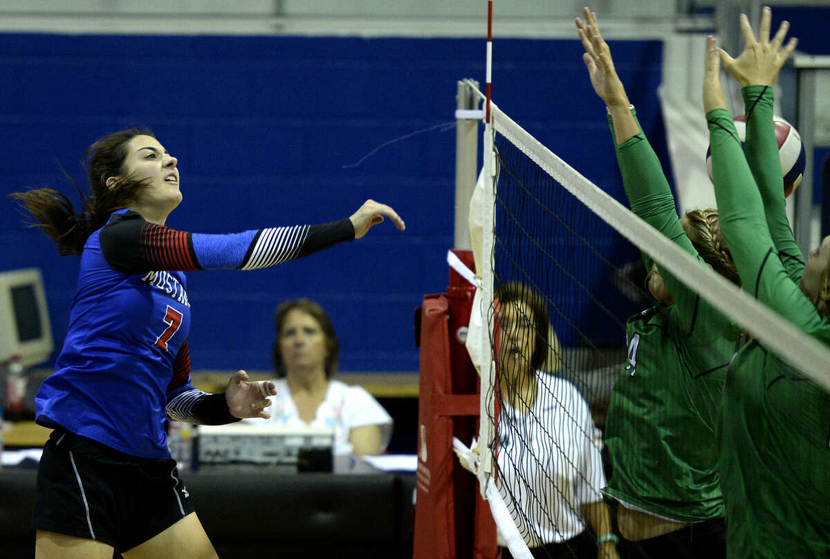Midland Christian's Emma Holder (7) scores against Monahans on Tuesday, August 18, 2015, at the McGraw Events Center. James Durbin/Reporter-Telegram