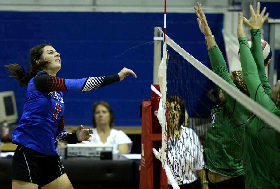 Midland Christian's Emma Holder (7) scores against Monahans on Tuesday, August 18, 2015, at the McGraw Events Center. James Durbin/Reporter-Telegram Photo: James Durbin