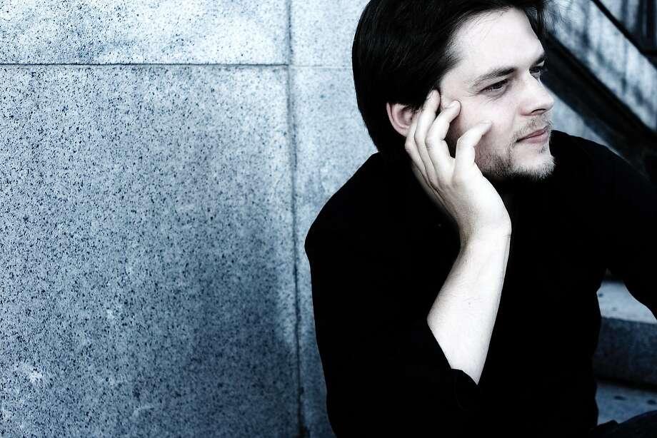 Conductor Juraj Valcuha Photo: SF Symphony