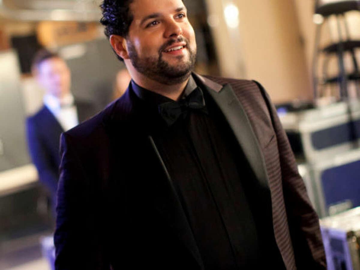 Singer Fernando Varela opens LOS! 2013-14 season.
