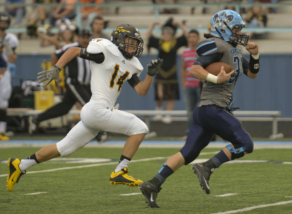 Greenwood's Stace Bell races away from Seminole's Johnathan Knelson for the first touchdown Friday 8-28-2015 at J.M. King Memorial Stadium in Greenwood. Tim Fischer\Reporter-Telegram