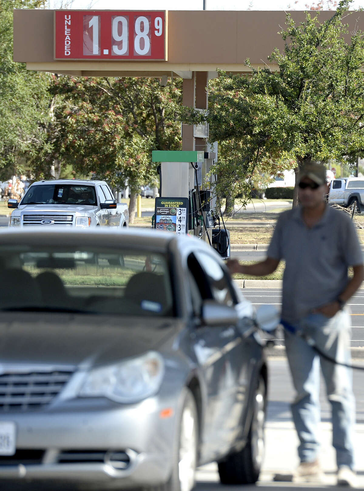 The price for a gallon of gas dropped to less than $2.00 as seen at the Stripes and Murphy USA gas stations near the intersection of Briarwood and Midland Dr. on Thursday, Sept. 3, 2015. James Durbin/Reporter-Telegram