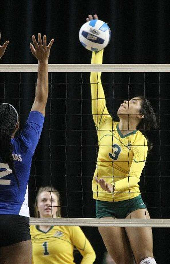 Midland College's Yehelis Villegas (3) hits against Western Texas College on Wednesday, Sept. 23, 2015 at Chaparral Center. Photo: James Durbin
