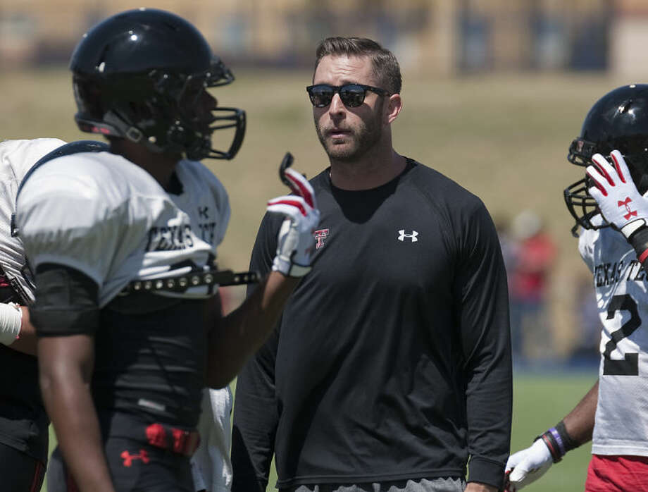 Tech coach Kliff Kingsbury talks with his players after a series back on March 29 at the Texas Tech scrimmage at Grande Communications Stadium. Tim Fischer\Reporter-Telegram Photo: Tim Fischer
