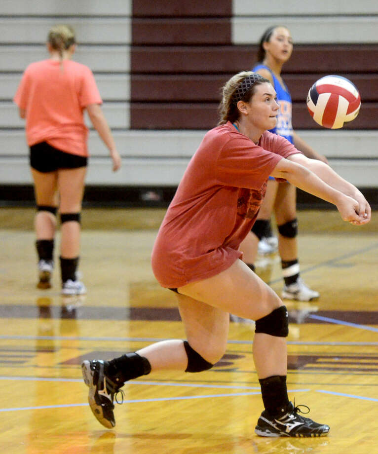 Lee High's Bentleigh Dunavan hits during team practice Wednesday. James Durbin/Reporter-Telegram Photo: James Durbin