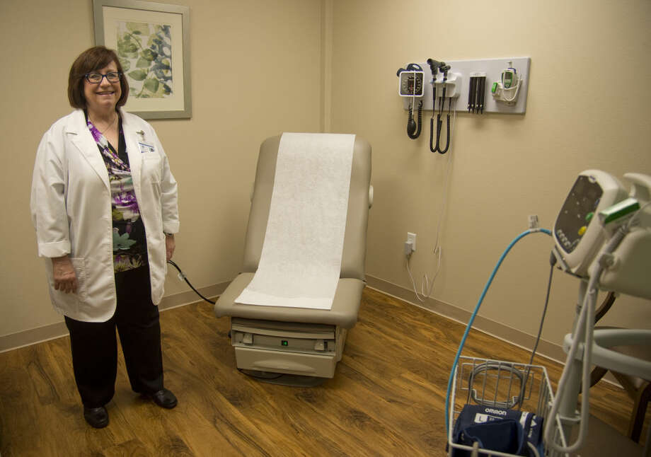Lori Wingate, DNP, RN, GNP-BC, will be the nurse practioner running the new clinic at Manor Park, shows one of the two exam rooms Monday 9-21-2015 in the newly opened FMH Foundation Medical Clinic at Manor Park. Tim Fischer\Reporter-Telegram Photo: Tim Fischer