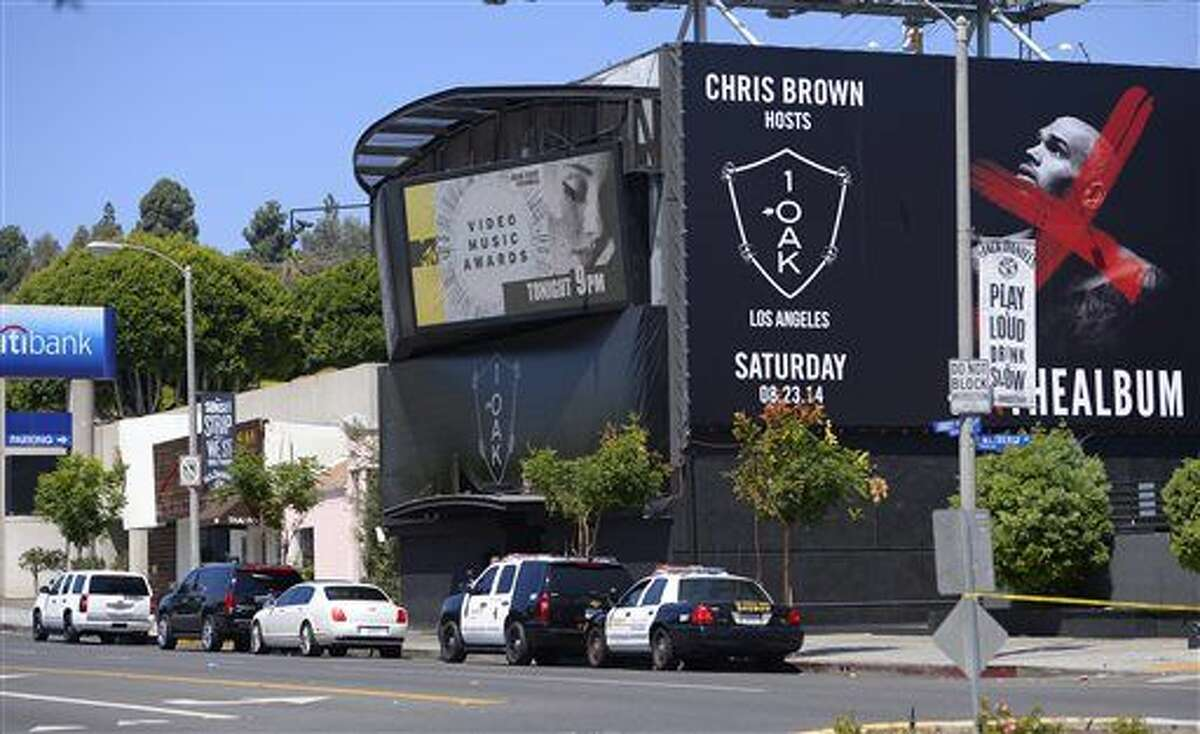 """Sheriffs are seen outside the 1OAK club, Sunday, Aug. 24, 2014, in West Hollywood, Calif. Death Row Records founder and rap mogul Marion """"Suge"""" Knight was injured in an early morning shooting Sunday in the packed nightclub but was expected to survive, a Los Angeles County sheriff's sergeant said. (AP Photo/Mark J. Terrill)"""