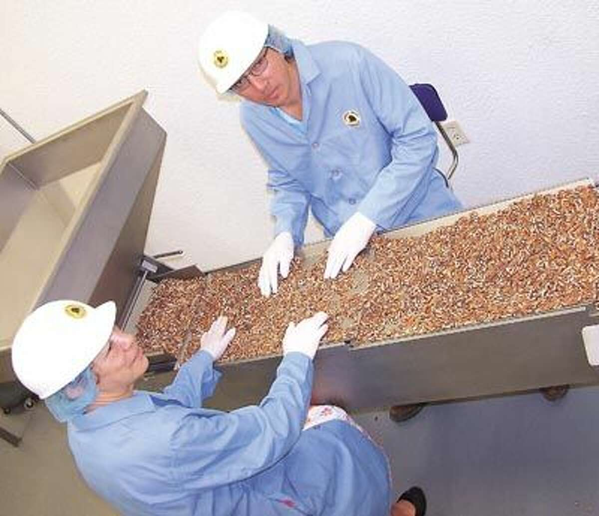Family-owned Pecan Tree Partners is the clean, friendly place for pecan processing and gifts. Call them at (432) 685-3232.