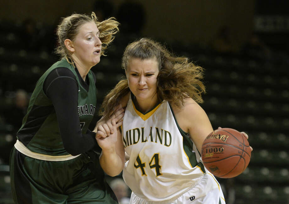 Midland College's Lisa Kaemph (44) drives to the hoop against Seward's Axelle Bernard (1) on Saturday, Nov. 14, 2015 at Chaparral Center. James Durbin/Reporter-Telegram Photo: James Durbin