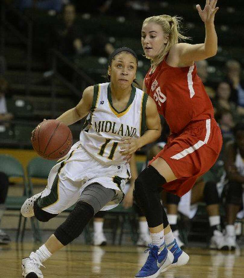 Midland College's Sierra Dixon (11) drives to the hoop past Mesa's Taylor Reed (30) on Thursday, Nov. 19, 2015, at Chaparral Center. Photo: James Durbin/Reporter-Telegram