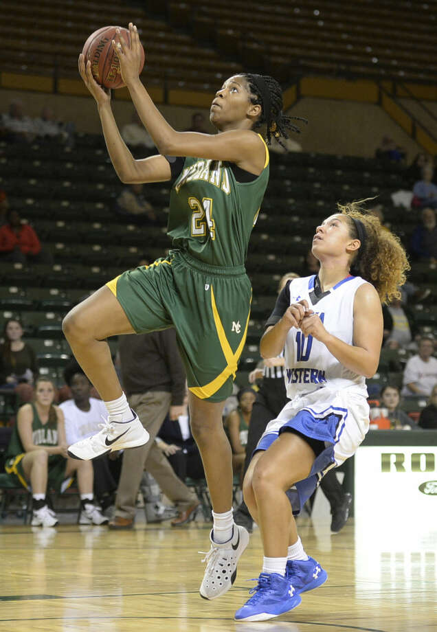 Midland College's Walnatia Wright (24) goes up for a shot against Iowa Western's Alicia Mountain (10) on Friday, Nov. 20, 2015, at Chaparral Center. James Durbin/Reporter-Telegram Photo: James Durbin