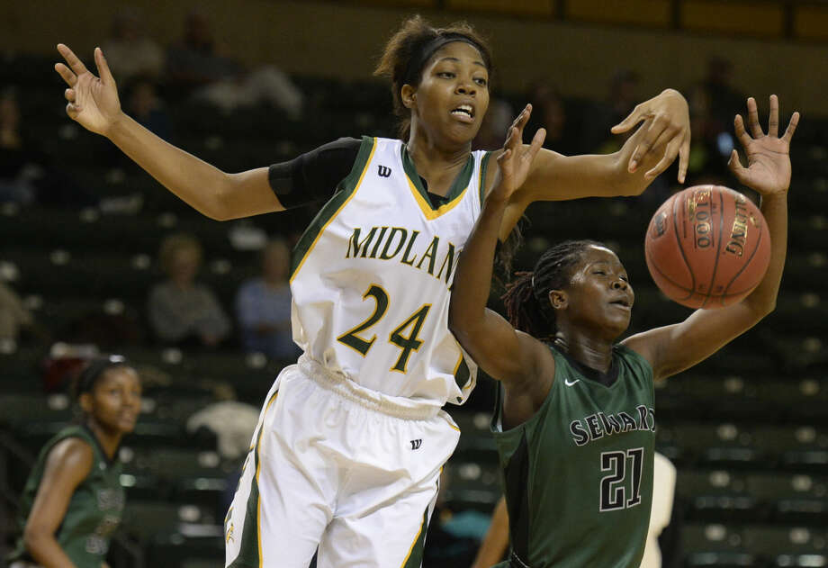 Midland College's Walnatia Wright (24) reaches for a rebound against Seward's Manuela Fungate (21) on Saturday, Nov. 14, 2015 at Chaparral Center. James Durbin/Reporter-Telegram Photo: James Durbin