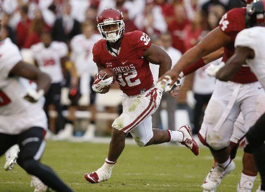 FILE - in this Oct. 24, 2015, file photo, Oklahoma running back Samaje Perine (32) carries during an NCAA college football game against Texas Tech in Norman, Okla. Oklahoma faces Oklahoma State in the Bedlam Game on Saturday, Nov. 28. (AP Photo/Sue Ogrocki, File) Photo: Sue Ogrocki | AP