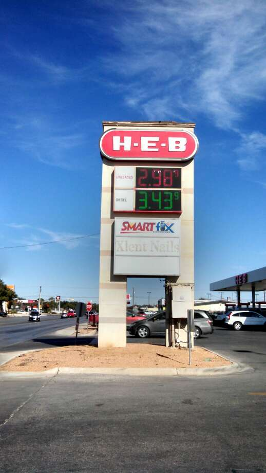 A sign at H-E-B at about 4:30 p.m. Saturday shows gas to be $2.98. Photo: Rye Druzin\Reporter-Telegram