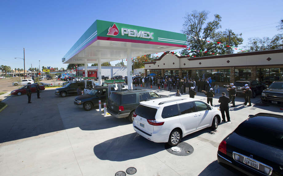 Guests attend the grand opening of PEMEX in the 7900 block of Park Place Blvd, Thursday, Dec. 3, 2015, in Houston. The national energy company of Mexico, Pemex, is launching its brand in the U.S. with retail gasoline stations, starting in Houston. (Cody Duty / Houston Chronicle) Photo: Cody Duty