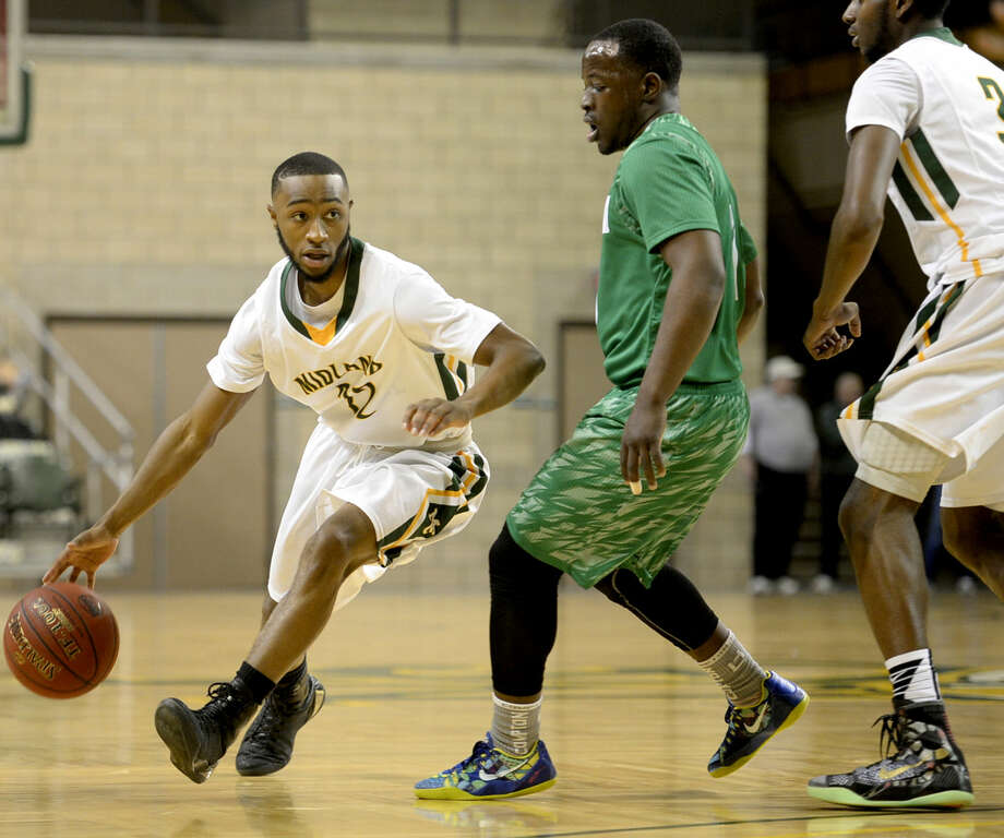 Midland College's Bryce Ervin (12) moves the ball against Clarendon College on Saturday, Dec. 5, 2015, at Chaparral Center. James Durbin/Reporter-Telegram Photo: James Durbin