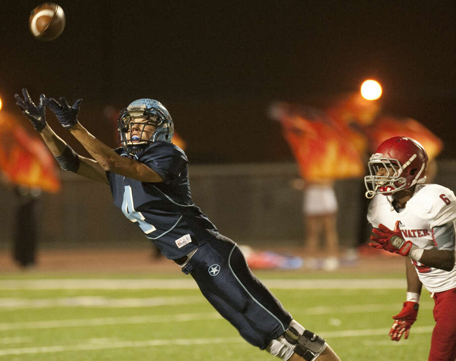 Greenwood's Austin Ulcak stretches out for a catch but can not reach it as Sweetwater's J'Corey Amos defends Friday night at JM King Memorial Stadium in Greenwood. Tim Fischer\Reporter-Telegram Photo: Tim Fischer