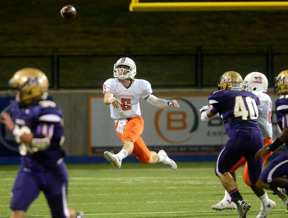 San Angelo Central quarterback Braden Hucks throws against Midland High on Friday at Midland High. James Durbin/Reporter-Telegram Photo: James Durbin