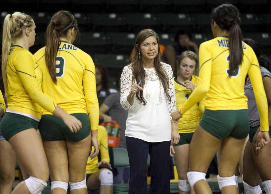 Midland College volleyball head coach Tammy Jimenez talks to her team as they trail Clarendon on Wednesday at Chaparral Center. James Durbin/Reporter-Telegram Photo: James Durbin