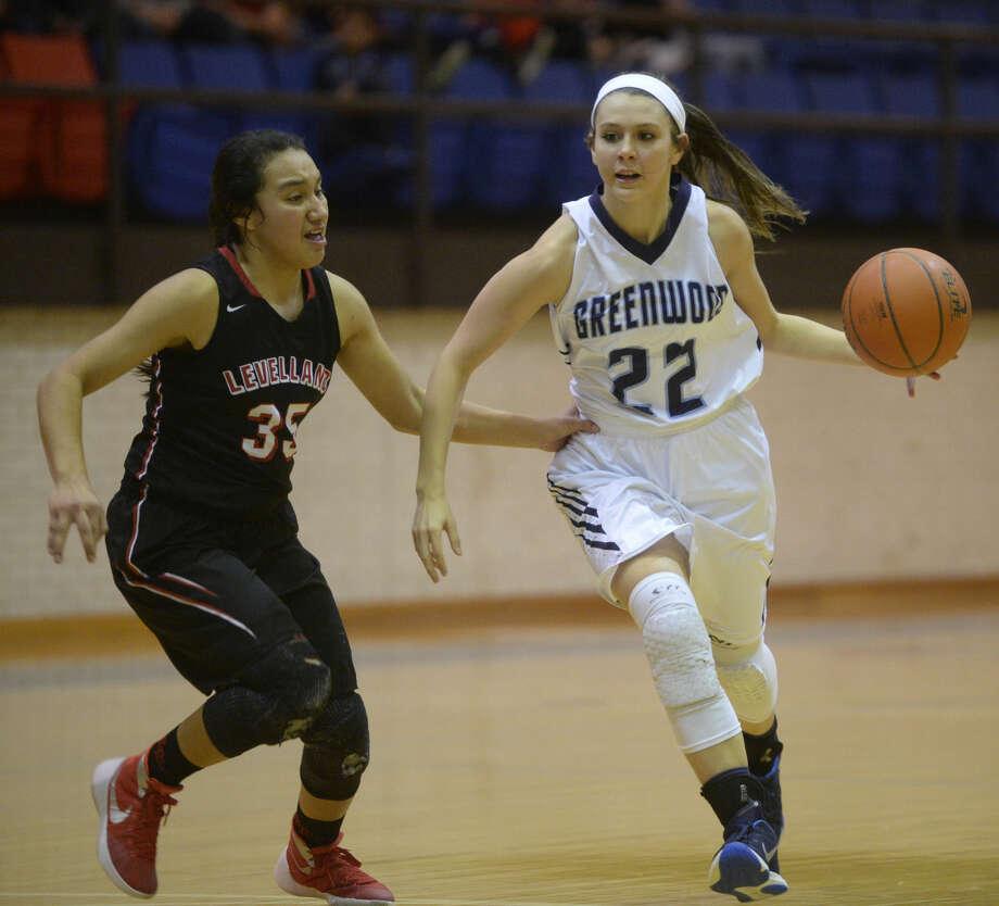 Greenwood's Sydnee Jordan (22) moves the ball against Levelland's Miranda Villegas (35) on Friday, Dec. 8, 2015, at Greenwood High. James Durbin/Reporter-Telegram Photo: James Durbin