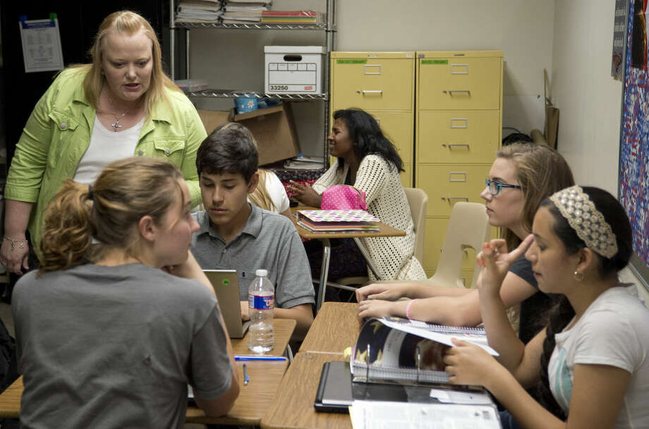 Melissa Wright, instructor at Early College High School, talks with her students Thursday 8-27-2015 at Midland College. Tim Fischer\Reporter-Telegram Photo: Tim Fischer