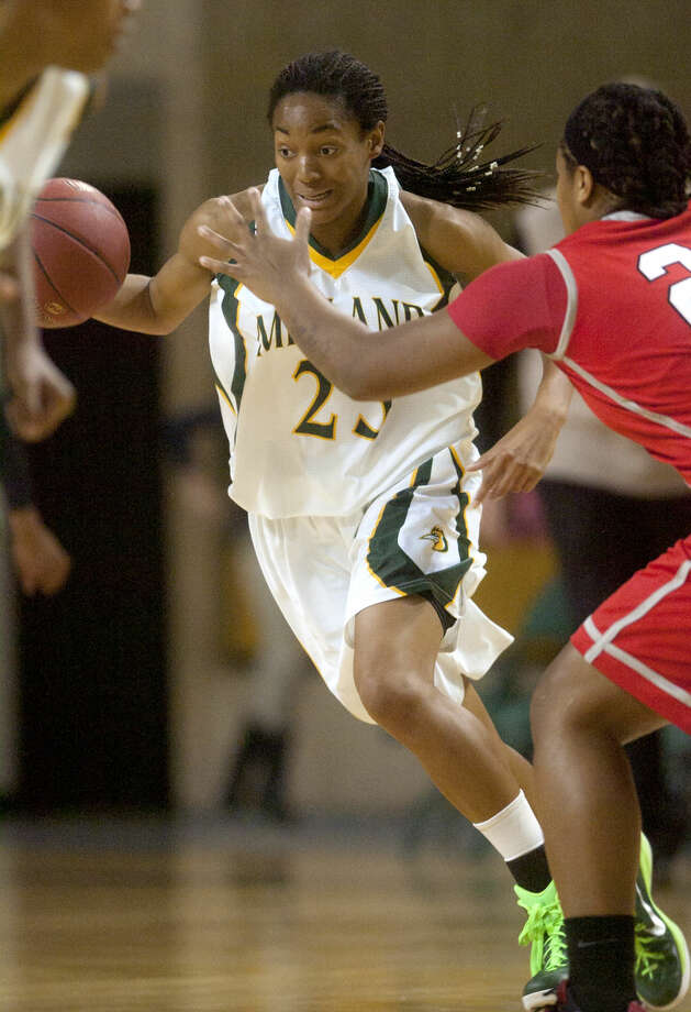 Midland College's Mary Savoy takes the ball down the court against Trinity Valley on Thursday at Chaparral Center. James Durbin/Reporter-Telegram Photo: James Durbin