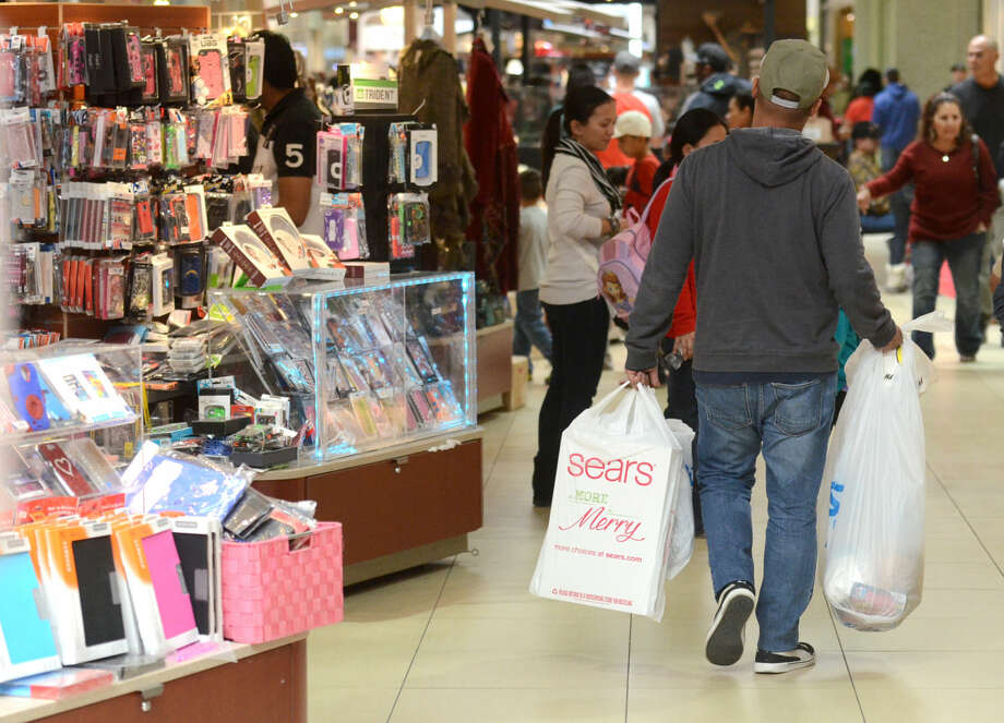 Black Friday shoppers at Midland Park Mall on Friday. James Durbin/Reporter-Telegram Photo: James Durbin