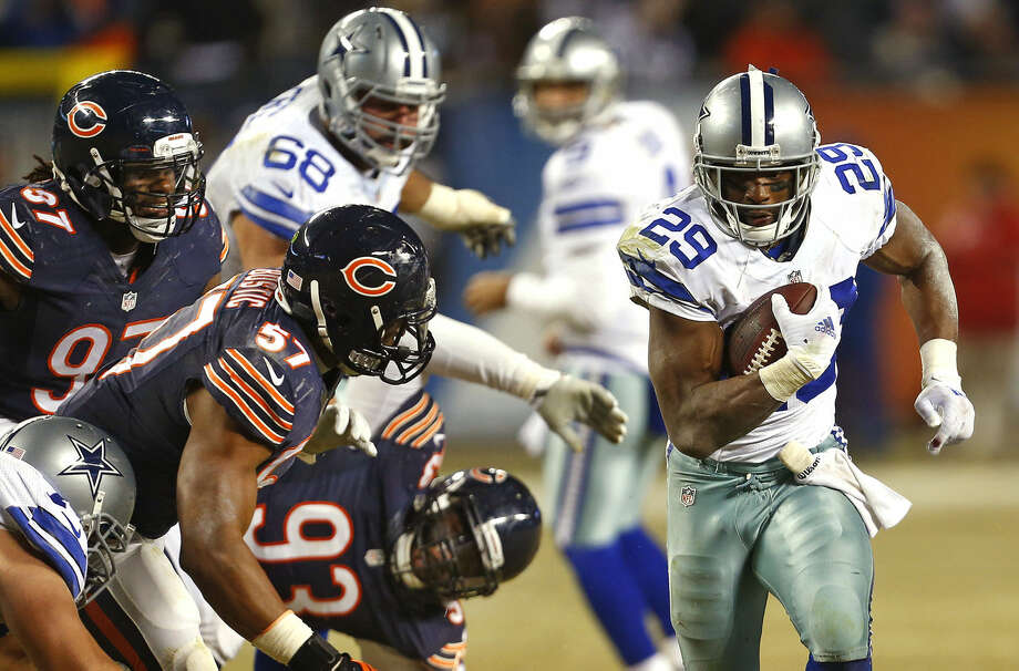 Dallas Cowboys running back DeMarco Murray (29) bursts past Chicago Bears defenders in the fourth quarter at Soldier Field in Chicago on Thursday, Dec. 4, 2014. The Cowboys won, 41-28. (Ron Jenkins/Fort Worth Star-Telegram/TNS) Photo: Ron Jenkins