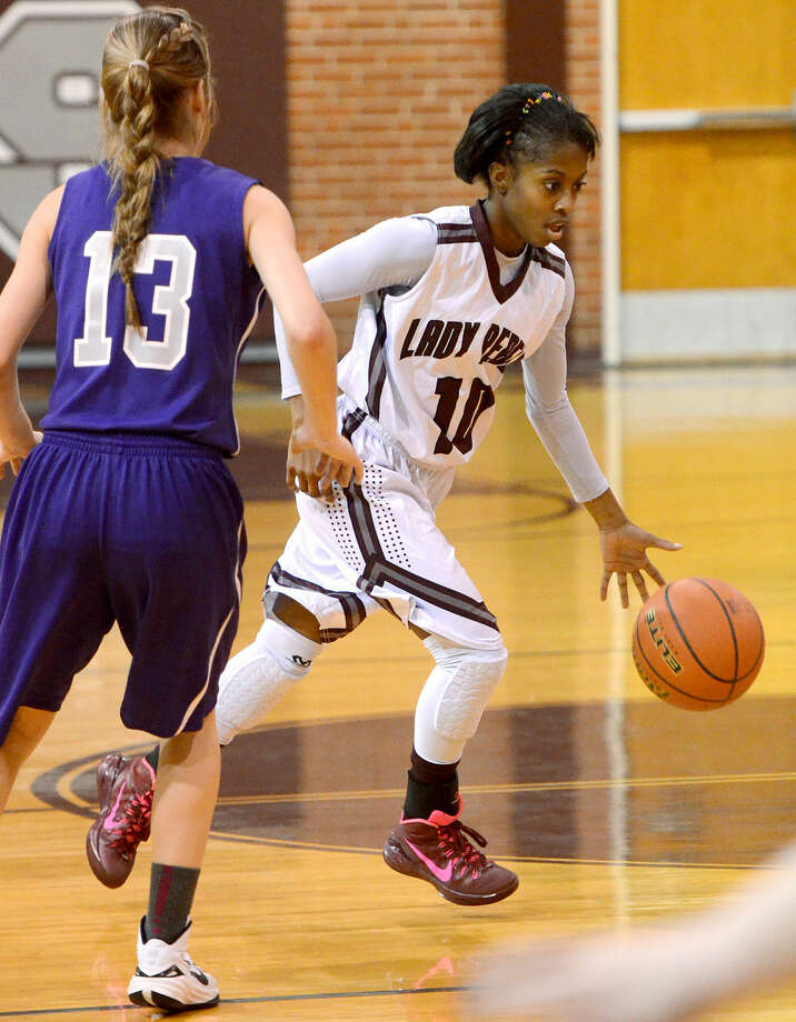 Lee High's Daija Stanford (10) dribbles against Midland Classical's Delanie Griffin (13) on Friday, Dec. 19 in the Lee High gym. Lee beat Classical 64-29. James Durbin/Reporter-Telegram Photo: James Durbin