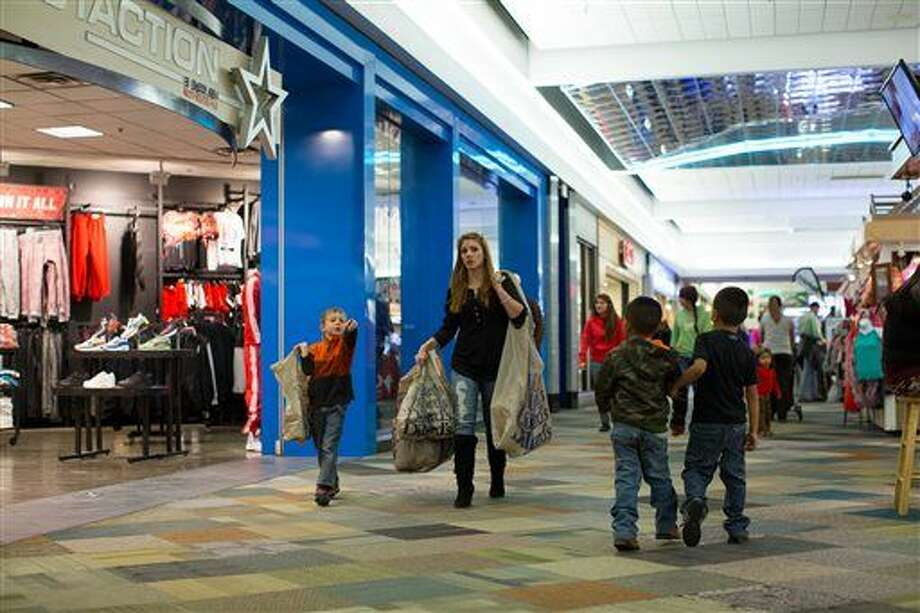 Shoppers fill the Music City Mall in Odessa, Texas, Tuesday, Dec. 23, 2014, with two days left before Christmas. As Texas retailers see a stream of shoppers checking items off their Christmas lists, lower gas prices and a growing state economy are among factors fueling forecasts that consumers here are spending more this holiday season. (AP Photo/The Odessa American, Courtney Sacco) Photo: Courtney Sacco