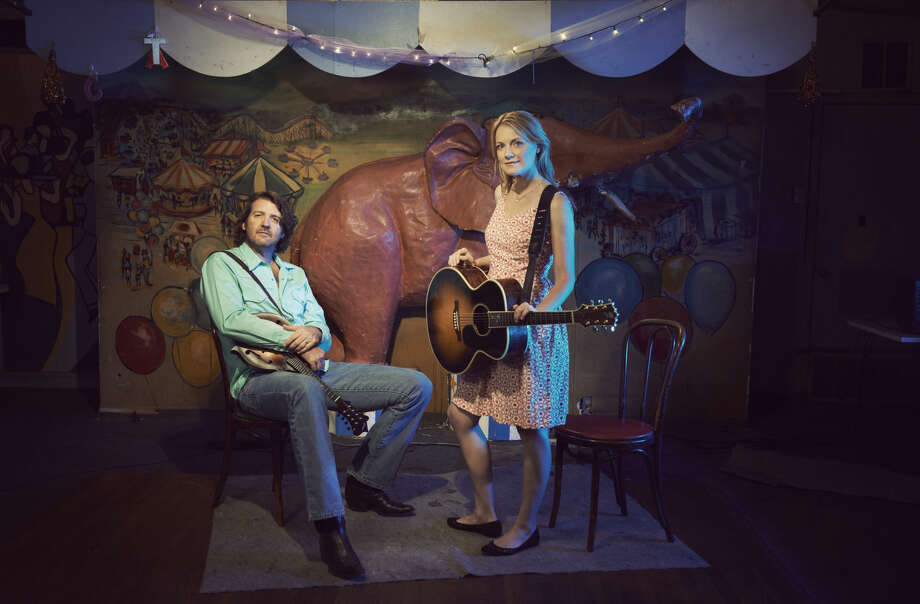 The folk duo and married couple bring their annual Holiday Shindig to the Yucca this weekend.