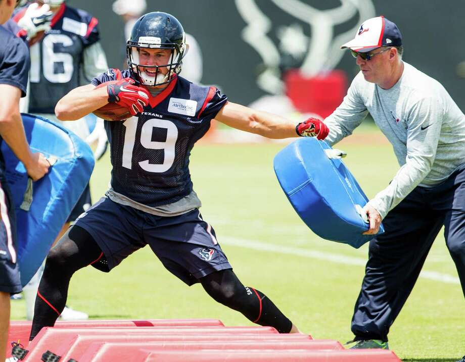 Houston Texans wide receiver Josh Lenz (19) runs through a drill during rookie mini camp at The Methodist Training Center on Saturday, May 7, 2016, in Houston. Photo: Brett Coomer, Houston Chronicle / © 2016 Houston Chronicle